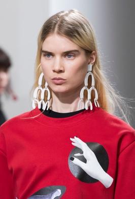 how-to-wear-statement-earrings-proenza-schouler