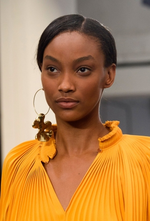 how-to-wear-statement-earrings-tibi