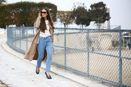 paris-fashion-week-street-style-spring-2018-erika-boldrin-trench-coat-striped-shirt-jeans-balenciaga-polka-dot-heels-runway-manhattan