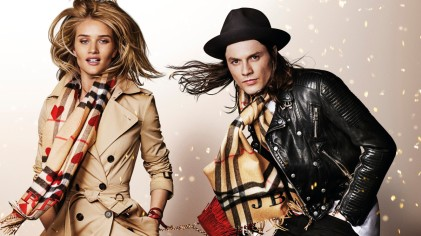 rosie-huntington-whiteley-and-james-bay-in-the-burberry-festive-campaign-shot-by-mario-testinojpg