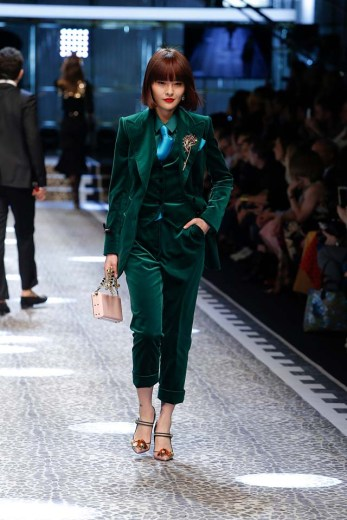 dolce-and-gabbana-fw17-rtw-fall-winter-2017-18-collection-11-velvet-suit