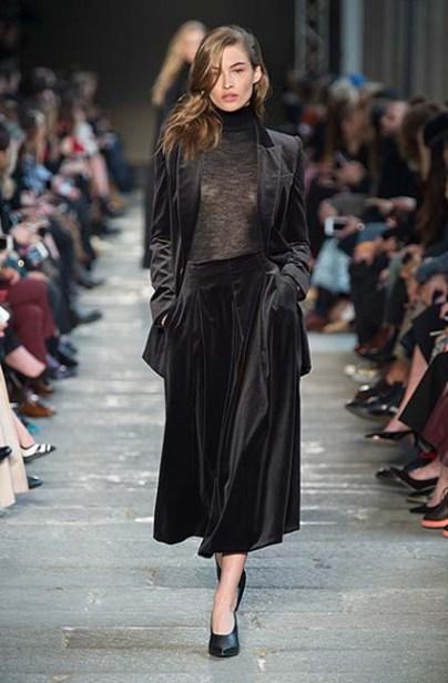 max-mara-fw17-rtw-fall-winter-2017-18-collection-35-black-velvet-skirt