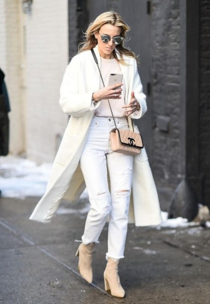4ydwcz-l-610x610-coat-nyfw+2017-fashion+week+2017-fashion+week-streetstyle-black+coat-sweater-white+sweater-bag-nude+bag-chain+bag-chanel-chanel+bag-denim-jeans-white+jeans-ripped+jeans-