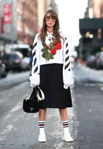 2y9ued-l-610x610--tumblr-sweatshirt-nyfw+2017-fashion+week+2017-fashion+week-streetstyle-embroidered-printed+sweater-floral-skirt-midi+skirt-black+skirt-sneakers-white+sneakers-socks-bag