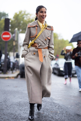 Street Style : Paris Fashion Week Womenswear Spring/Summer 2018 : Day Six