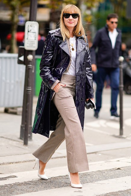 paris-fashion-week-street-style-spring-2018-lisa-aiken-black-patent-trench-coat-checked-cropped-trousers-white-t-shirt-white-gianvito-rossi-pumps-1